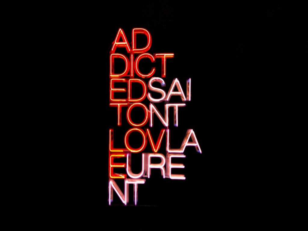"Insegna neon ""Addicted to love / Saint Laurent"""